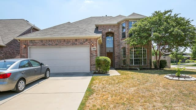 Photo 1 of 27 - 2800 Maple Creek Dr, Fort Worth, TX 76177