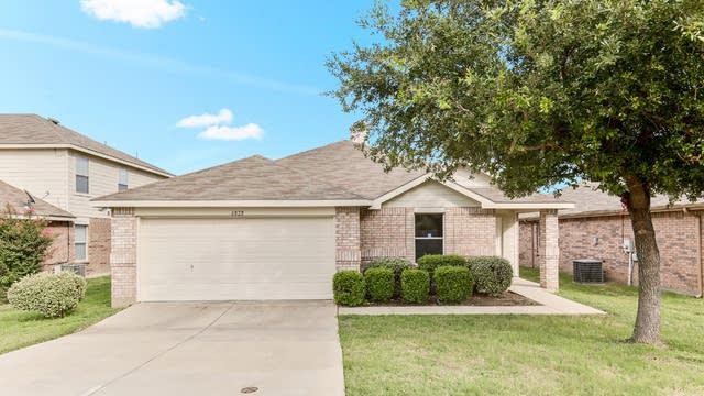 Photo 1 of 25 - 6828 Brookglen Ln, Fort Worth, TX 76179