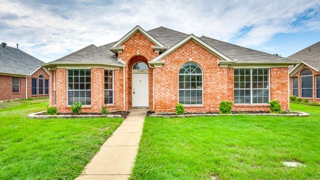 Photo 1 of 23 - 1320 Pelham Ln, Lewisville, TX 75077