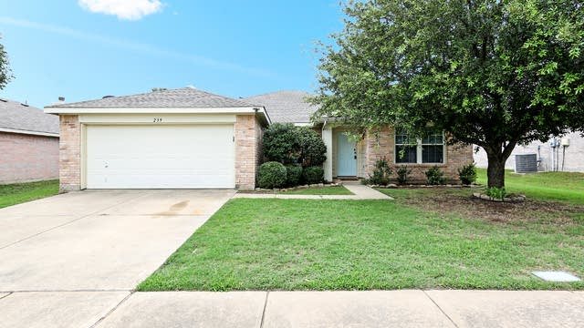 Photo 1 of 27 - 239 Pine Crest Dr, Justin, TX 76247
