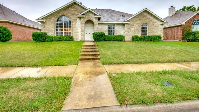 Photo 1 of 23 - 2705 Hyacinth Dr, Mesquite, TX 75181