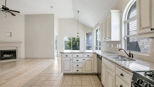 Photo 1 of 27 - 9124 Oldwest Trl, Fort Worth, TX 76131