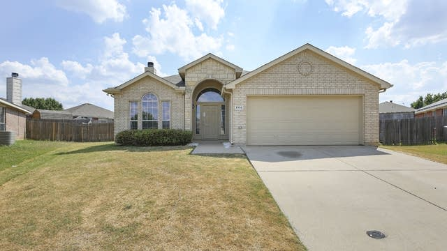 Photo 1 of 30 - 1304 Pepperfield Ct, Burleson, TX 76028