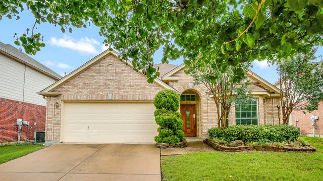 Photo 1 of 25 - 4640 Parkmount Dr, Fort Worth, TX 76137