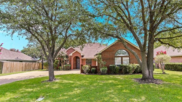 Photo 1 of 25 - 7109 Meadowside Rd S, Fort Worth, TX 76132