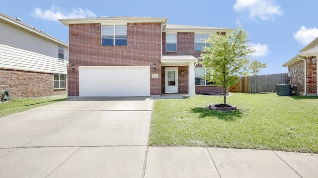 Photo 1 of 28 - 10408 Wooded Ct, Fort Worth, TX 76244