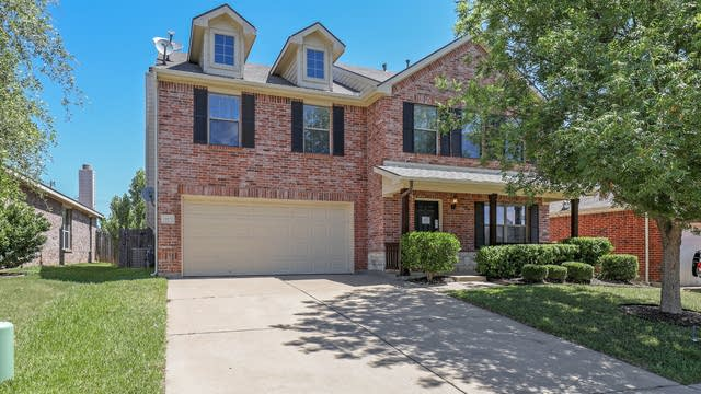 Photo 1 of 27 - 10532 Lipan Trl, Fort Worth, TX 76108