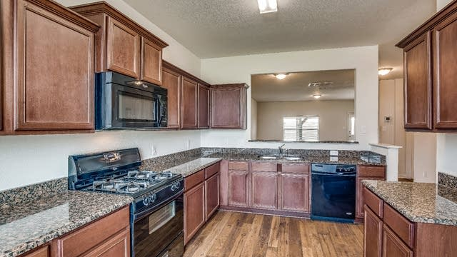 Photo 1 of 30 - 2039 Cone Flower Dr, Forney, TX 75126
