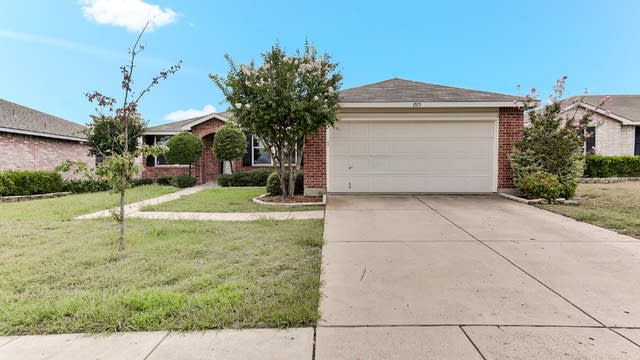 Photo 1 of 21 - 1513 Queen Annes Dr, Burleson, TX 76028