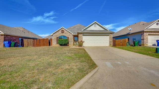 Photo 1 of 22 - 746 Countryside Dr, Aubrey, TX 76227