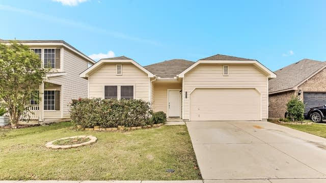 Photo 1 of 25 - 12204 Hunters Crossing Ln, Burleson, TX 76028