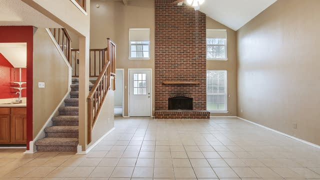 Photo 1 of 25 - 7908 Firefly Dr, Fort Worth, TX 76137