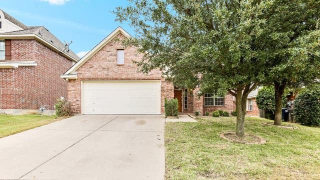 Photo 1 of 25 - 7913 Cedar Lake Ln, Fort Worth, TX 76123