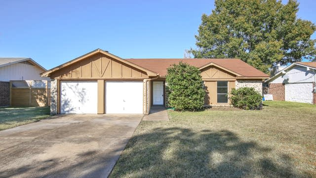 Photo 1 of 25 - 1109 Augusta Rd, Benbrook, TX 76126