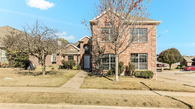 Photo 1 of 25 - 4969 Galley Cir, Fort Worth, TX 76135