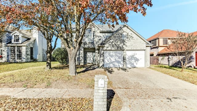 Photo 1 of 24 - 225 Pebblebrook Ln, Glenn Heights, TX 75154