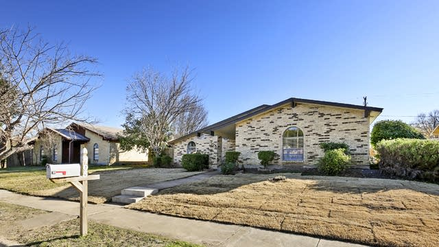 Photo 1 of 26 - 705 Timberdale St, Grand Prairie, TX 75052