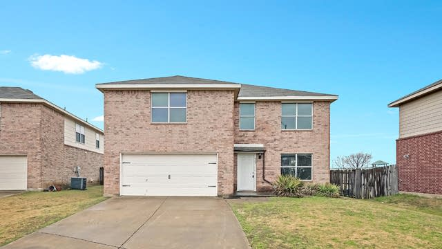 Photo 1 of 25 - 908 Canary Dr, Fort Worth, TX 76131
