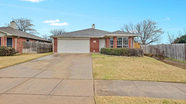 Photo 1 of 25 - 5905 Stone Meadow Ct, Arlington, TX 76017