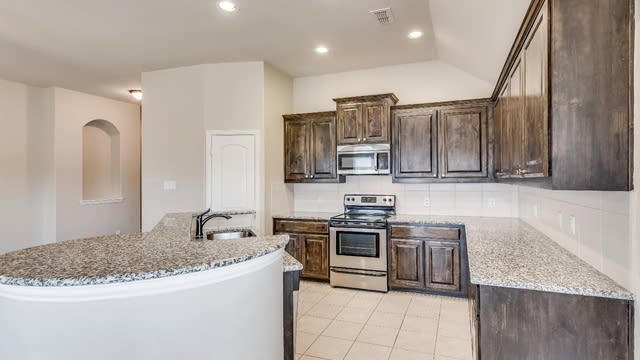 Photo 1 of 17 - 1108 Colonial Dr, Royse City, TX 75189