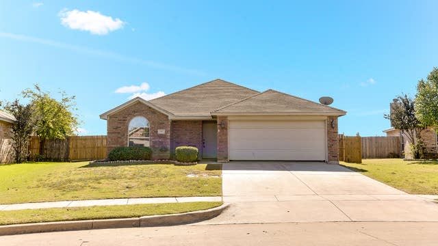 Photo 1 of 23 - 621 Fossil Wood Dr, Fort Worth, TX 76179