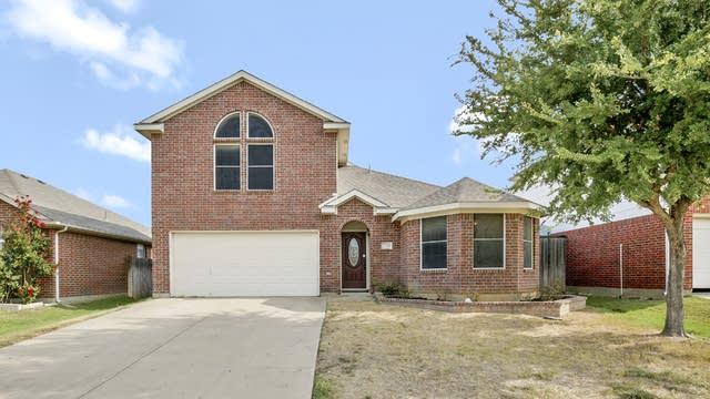 Photo 1 of 25 - 8361 Bowspirit Ln, Hurst, TX 76053