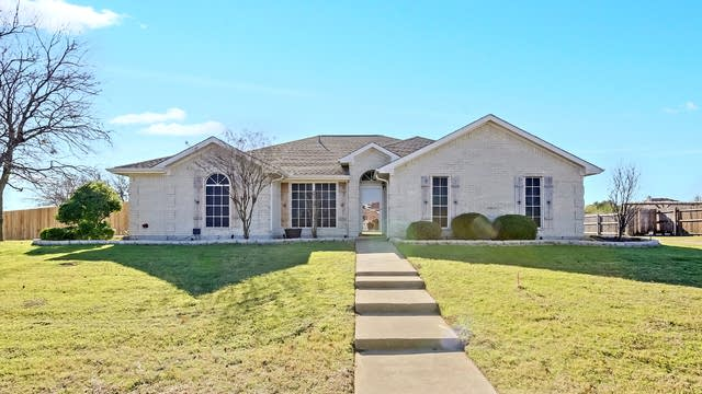 Photo 1 of 22 - 950 High Point Dr, Midlothian, TX 76065
