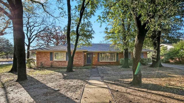 Photo 1 of 25 - 7340 Ellis Rd, Fort Worth, TX 76112