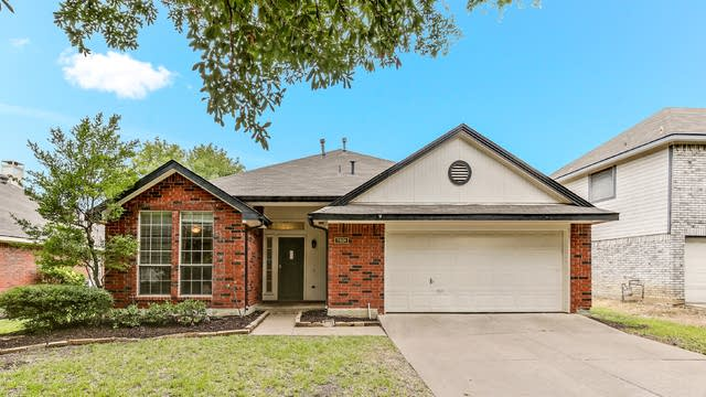 Photo 1 of 25 - 7501 Bear Lake Dr, Fort Worth, TX 76137