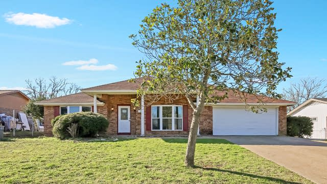 Photo 1 of 25 - 711 Crestview Dr, Kennedale, TX 76060