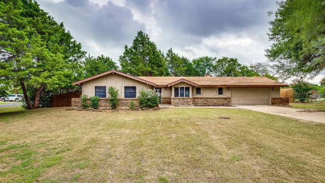 Photo 1 of 27 - 1705 Wildwood St, Denton, TX 76210