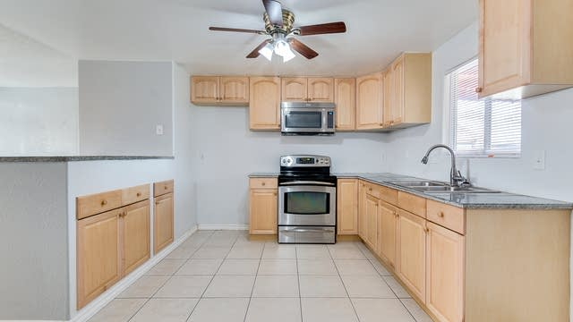 Photo 1 of 17 - 14221 N 41st Pl, Phoenix, AZ 85032