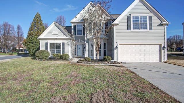 Photo 1 of 16 - 5885 Crimson Oak Ct, Charlotte, NC 28075