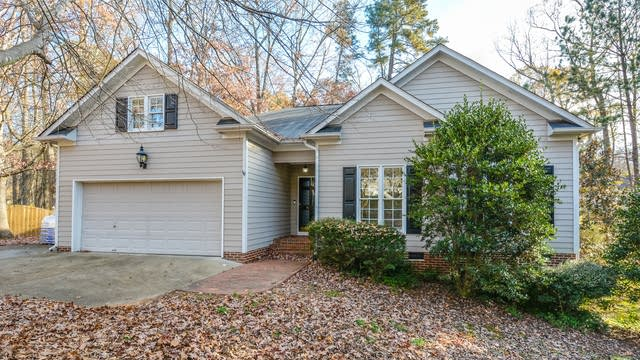 Photo 1 of 15 - 823 Pinewood Dr, Apex, NC 27502