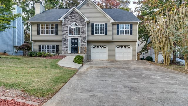 Photo 1 of 18 - 2113 Township Dr, Woodstock, GA 30189