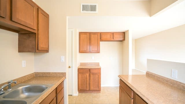 Photo 1 of 11 - 4243 W Morten Ave, Phoenix, AZ 85051