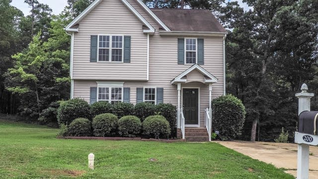 Photo 1 of 15 - 200 Braxberry Way, Holly Springs, NC 27540