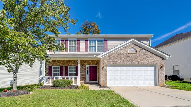 Photo 1 of 16 - 3907 Caldwell Ridge Pkwy, Charlotte, NC 28213