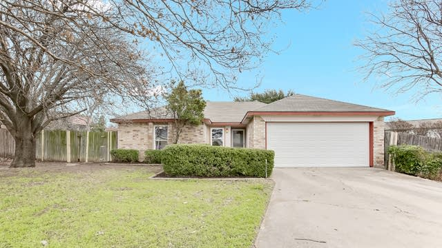 Photo 1 of 25 - 112 Prospector Ct, Fort Worth, TX 76108