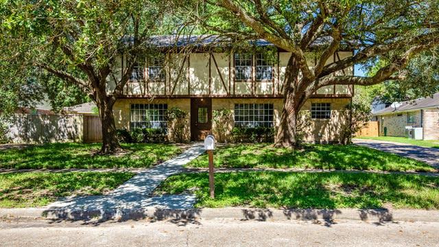 Photo 1 of 12 - 105 Woodcombe Dr, Houston, TX 77062