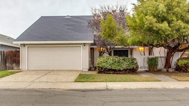 Photo 1 of 14 - 880 Notre Dame Dr, Woodland, CA 95695