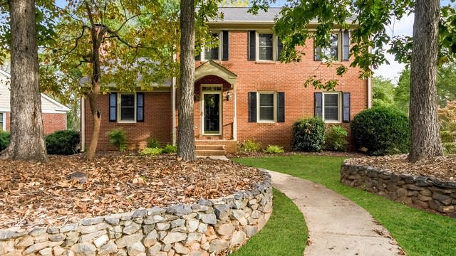 Photo 1 of 25 - 6200 Hickory Forest Dr, Charlotte, NC 28277