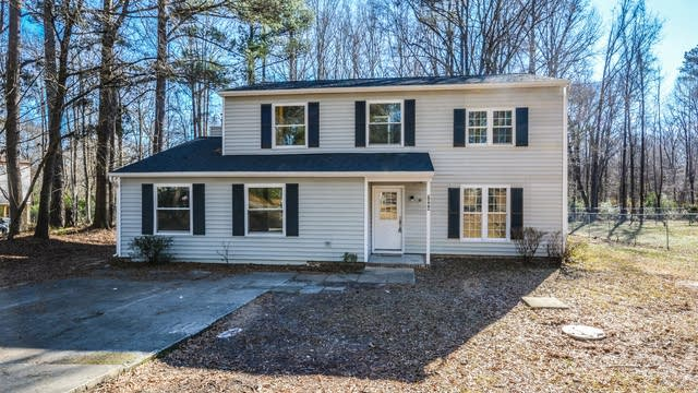 Photo 1 of 17 - 7344 Berkshire Downs Dr, Raleigh, NC 27616