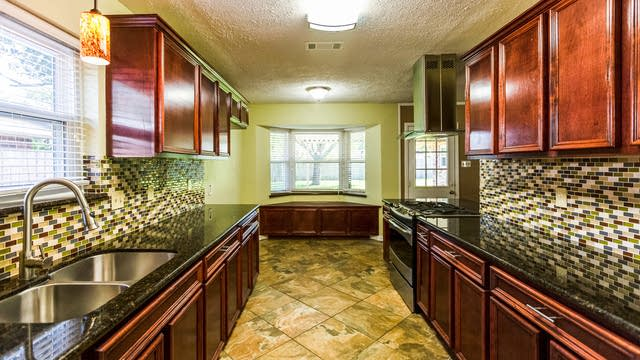 Photo 1 of 12 - 1920 Lazy Creek Ln, Pearland, TX 77581
