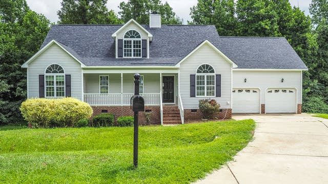 Photo 1 of 25 - 2924 Deep Glen Ct, Raleigh, NC 27603