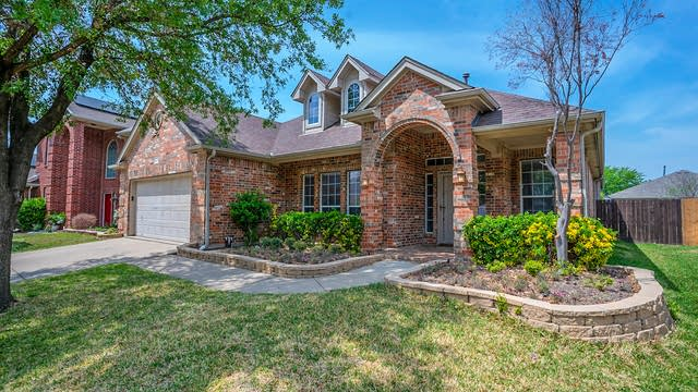 Photo 1 of 22 - 2617 Alpena Dr, Fort Worth, TX 76131