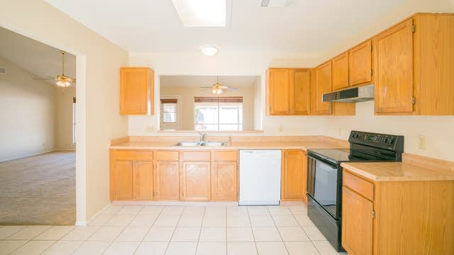 Photo 1 of 18 - 7126 W Paradise Dr, Peoria, AZ 85345