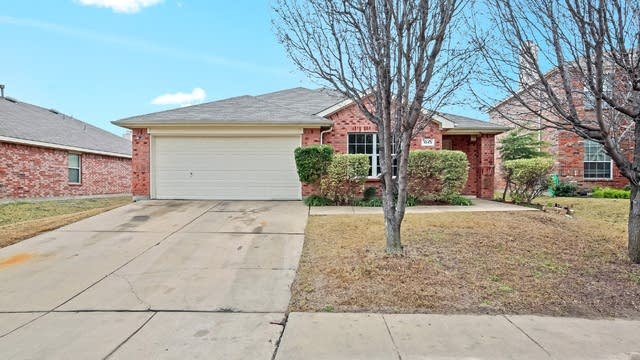 Photo 1 of 25 - 1043 Twin Brooks Dr, Grand Prairie, TX 75052