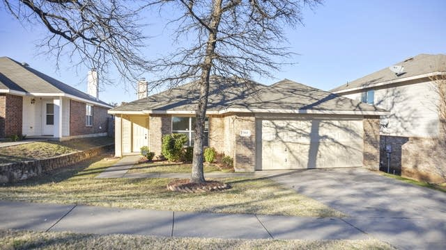 Photo 1 of 23 - 7553 Vanessa Dr, Fort Worth, TX 76112