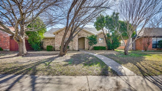 Photo 1 of 18 - 11804 James Dr, Balch Springs, TX 75180